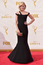 Julie Bowen's black Georges Chakra Couture dress at the Emmys was an ultra-modern take on the classic mermaid gown with its strappy, asymmetrical neckline and goth aesthetic.