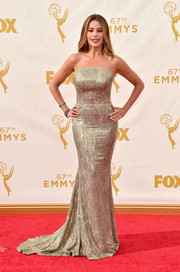 Sofia Vergara gave us an eyeful of curves (as always) in this figure-skimming beaded strapless gown by St. John during the Emmy Awards.