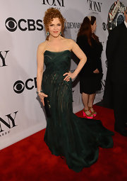 Bernadette Peters stunned in a deep green mermaid gown at the 2013 Tony Awards.
