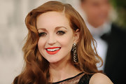 Jayma Mays finished off her retro look with gorgeous diamond earrings.