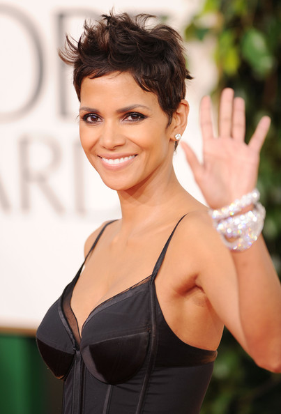 Halle+Berry in 68th Annual Golden Globe Awards - Arrivals