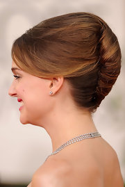 Like many leading ladies at the 2011 Golden Globes, Natalie Portman opted for a classic French twist.