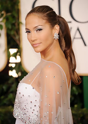 Jennifer Lopez always looks amazing on the red carpet. The 'American Idol' judge wore unique diamond earrings at the Golden Globe Awards.