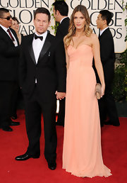 Rhea Durham looked pretty wearing a chiffon gown with a sweetheart neckline at the Golden Globe Awards.
