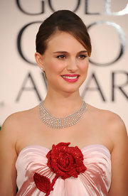 Natalie Portman glowed on the red carpet. A soft touch of rose pink lips completed her stunning look.