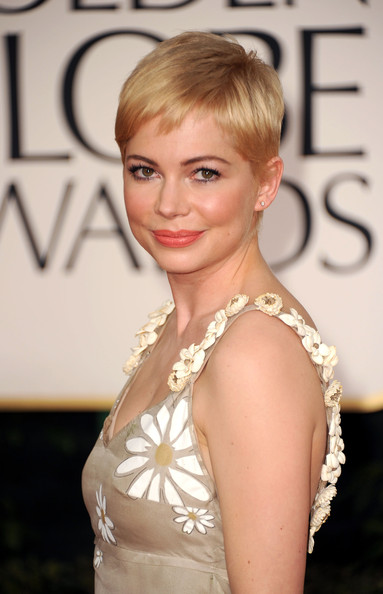 More Pics of Michelle Williams Pink Lipstick (2 of 19) - Michelle Williams Lookbook - StyleBistro