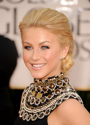 Julianne Hough was an Egyptian goddess at the 2011 Golden Globe Awards in a sleek chignon.