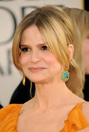Kyra Sedgwick opted for a bit of color at the 2011 Golden Globe Awards. The actress highlighted her polished ponytail with turqouise earrigns.
