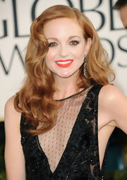 Jayma Mays was a retro darling at the 2011 Golden Globe Awards. She paired her spicy red lips with ultra chic waves.
