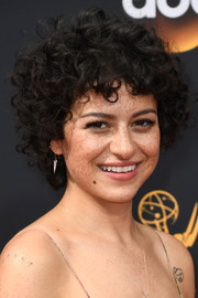 Alia Shawkat rocked tousled curls at the 2016 Emmys.