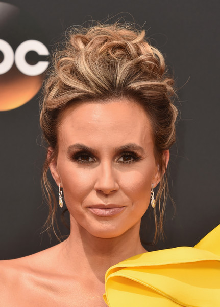 Keltie Knight looked quite the diva with her pinned-up curls at the Emmys.
