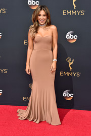 Liz Hernandez kept it classic in a strapless nude fishtail gown at the Emmy Awards.