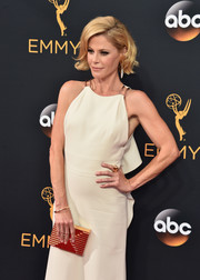 Julie Bowen accessorized with an elegant ribbed box clutch by Lee Savage at the Emmy Awards.