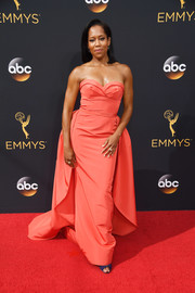 Regina King was classic and chic at the Emmys in a strapless coral gown by Elizabeth Kennedy, featuring a sweetheart neckline and a long train.