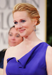 Laura Linney wore her strawberry blonde tresses swept back into a loose bun with lots of texture at the 69th Annual Golden Globe Awards.