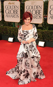 Sharon Osbourne looked queenly in a black and white rose print gown at the Golden Globes.