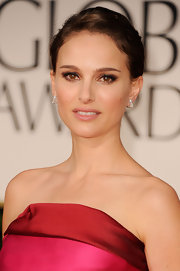 Natalie Portman wore a pair of voluminous lashes and lots of creamy black eyeliner at the 69th Annual Golden Globe Awards.