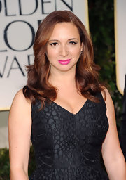 Maya Rudolph wore a pretty pop to bright pink lipstick at the 69th Annual Golden Globe Awards.