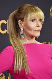 Jane Fonda's Gismondi 1754 emerald and diamond chandelier earrings provided an ultra-glam finish!