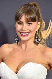 Sofia Vergara opted for a wavy ponytail with parted bangs when she attended the 2017 Emmys.