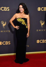 Julia Louis-Dreyfus looked simply sophisticated at the 2017 Emmys in a strapless black Carolina Herrera gown with yellow paillette accents.