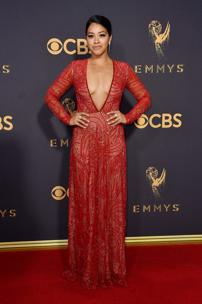 In Naeem Khan At The 2017 Emmy Awards