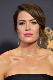 Mandy Moore attended the 2017 Emmys wearing a glamorous updo with wavy tendrils down one side.