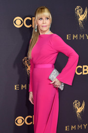 Jane Fonda paired a glittery silver envelope clutch by Tyler Ellis with a chic fuchsia gown for the 2017 Emmys.