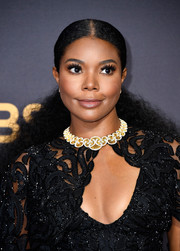 Gabrielle Union wore her natural curls in a center-parted ponytail at the 2017 Emmys.