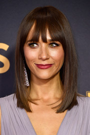 Rashida Jones looked simply stylish with her sleek straight cut and eye-grazing bangs at the 2017 Emmys.