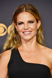 Natalie Morales worked a boho-glam vibe with this center-parted wavy 'do at the 2017 Emmys.