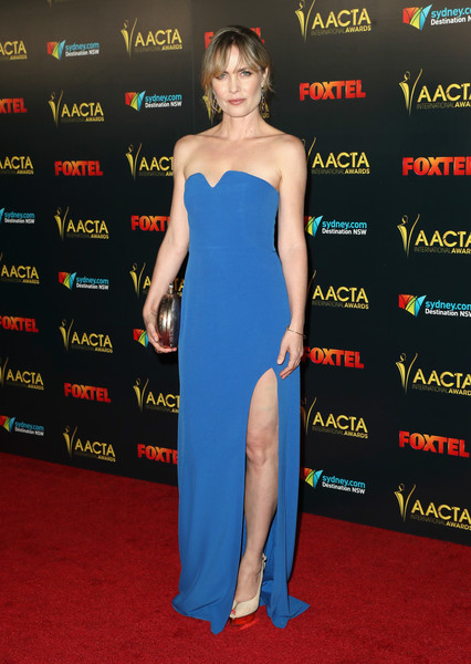 A pair of nude peep-toe pumps with gold platforms finished off Radha Mitchell's look.
