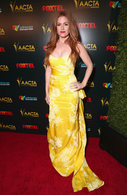 Isla Fisher was an elegant drop of sunshine in a canary-yellow strapless gown by Monique Lhuillier at the AACTA International Awards.