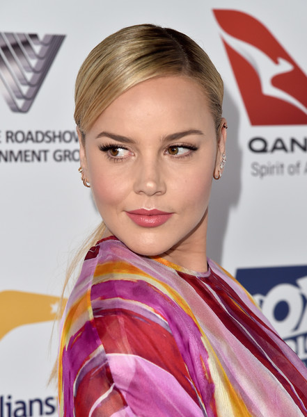 Abbie Cornish styled her hair into an elegant side-parted ponytail for the Australians in Film Award.