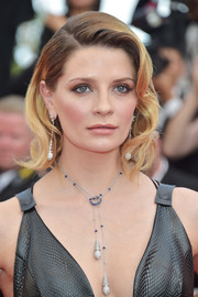 Mischa Barton looked gorgeous with her retro waves at the Cannes Film Festival 70th anniversary event.