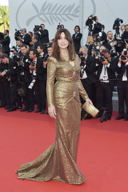 Monica Bellucci matched her gown with a chic gold clutch.