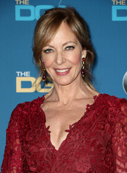 Allison Janney attended the 2018 Directors Guild of America Awards wearing her hair in a loose ponytail.
