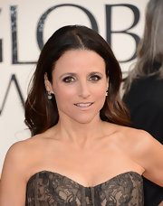 Julia Louis-Dreyfus opted for minimal styling with this loose center-parted hairstyle when she attended the Golden Globe Awards.