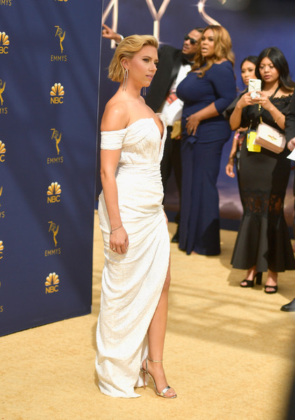 More Pics of Scarlett Johansson Short Wavy Cut (1 of 29) - Short Hairstyles Lookbook - StyleBistro [shoulder,fashion,dress,beauty,lady,joint,event,gown,fashion model,human body,arrivals,scarlett johansson,emmy awards,70th emmy awards,microsoft theater,los angeles,california]