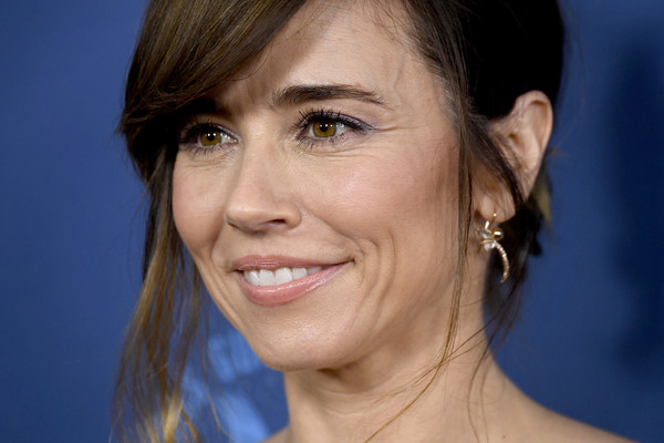 More Pics of Linda Cardellini Messy Updo (1 of 9) - Updos Lookbook - StyleBistro [face,hair,eyebrow,hairstyle,chin,facial expression,skin,cheek,head,smile,arrivals,linda cardellini,directors guild of america awards,hollywood highland center,the ray dolby ballroom,california]