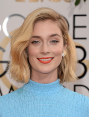 Caitlin Fitzgerald wore a sweet and lovely wavy 'do to the Golden Globes.