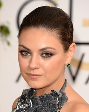 Mila Kunis went for a subtle smoky eye when she attended the 2014 Golden Globes.