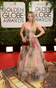 Kaley Cuoco looked absolutely dreamy in a watercolor-print corset gown by Rani Zakhem at the Golden Globes.