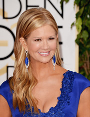Nancy O'Dell looked youthful and pretty with her side-parted wavy 'do at the Golden Globes.