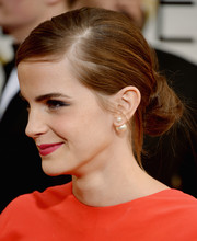 Emma Watson accessorized with a single Mise en Dior pearl earring.