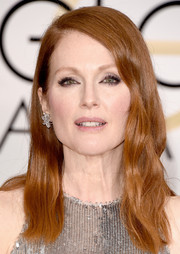 Julianne Moore attended the Golden Globes wearing a mildly edgy wavy 'do.