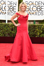 Deborah Norville was sweet on the Golden Globes red carpet in an Austin Scarlett off-the-shoulder gown.