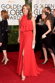 Allison Janney's sleeveless red tie-neck gown at the Golden Globes had an easy-to-wear yet sophisticated feel.