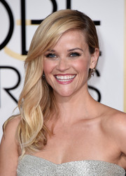 Reese Witherspoon opted for a subtly wavy side sweep when she attended the Golden Globes.