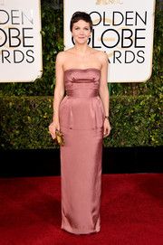 Maggie Gyllenhaal opted for a simple antique-rose strapless gown by Miu Miu for her Golden Globes look.